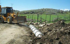 Köylere Hizmet Götürme Birliğinin köy yolları malzemeli bakım çalışmaları ve içme suyu depo onarımları devam ediyor.