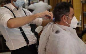 Sağlık Bakanlığı berber, kuaför ve güzellik salonları için alınacak tedbirleri açıkladı.