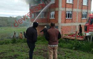 Devrekani'de 3 Katlı Evin Çatısında Yangın Çıktı !